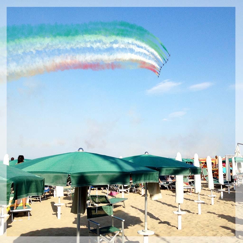 frecce-tricolore-spiaggia-bagni-lucio-pesaro