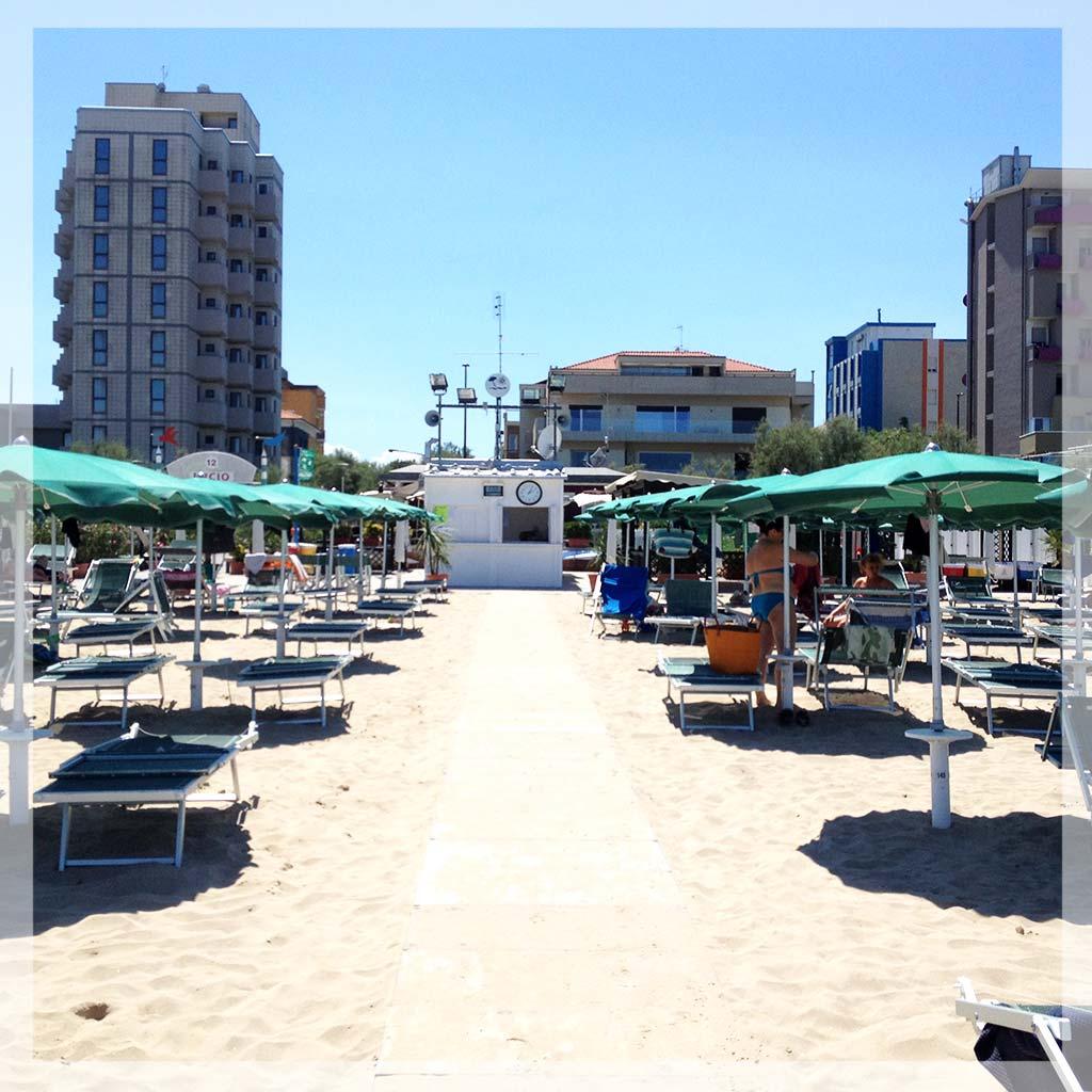 passerella-spiaggia-bagni-lucio-pesaro